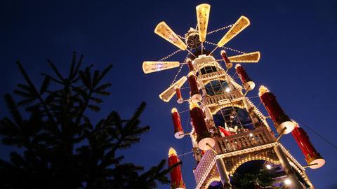 Die Weihnachtspyramide auf dem Weihnachtsmarkt in Kassel