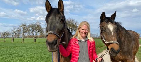 Britta Lohmann mit den Pferden Emma und Feo