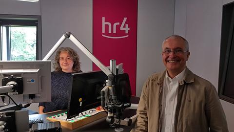 Diane Steffens und Schlafexperte Prof. Martin Konermann in hr4-Studio