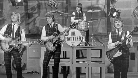 """Die deutsche Beatband """"The Rattles"""", in der """"Show ohne Rahmen"""" im ZDF, Deutschland 1960er Jahre."""