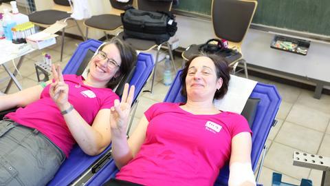 Inka Gluschke und das Früh-Team spenden Blut