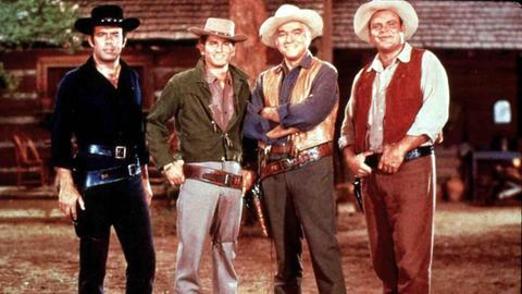 "Bonanza:  Adam (Pernell Roberts), Little Joe (Michael Landon), ""Pa"" Ben (Lorne Greene) und Eric ""Hoss"" Cartwright (Dan Blocker)."