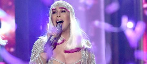 Cher im ABBA-Look bei den Billboard Music Awards 2017