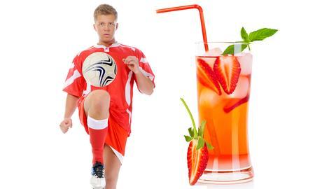 Collage: Fußballspieler und Cocktail