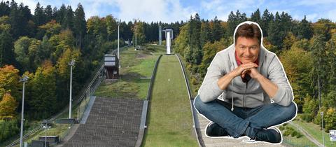 Die Mühlenkopfschanze im Sommer, rechts Dieter Voss eingeklinkt