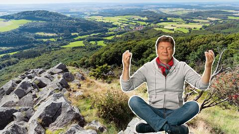 Dieter Voss genießt den tollen Blick auf die Rhön