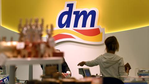 "Logo der ""dm""-Drogeriekette"