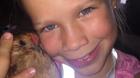 Emma und ihre Hühner