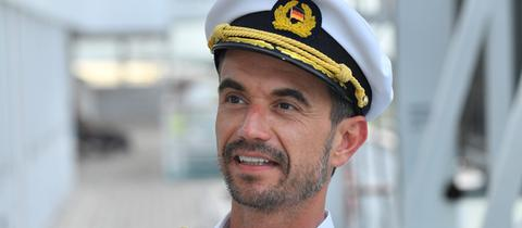Florian Silbereisen als Traumschiff-Kapitän Max Parger