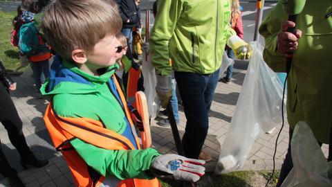 Müllsammeln von Kasseler Grundschulklasse