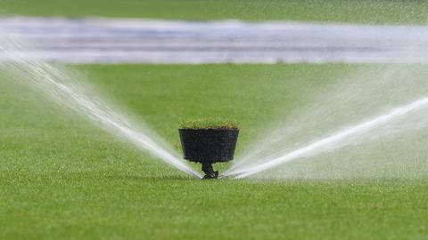 Rasen wird gewässert