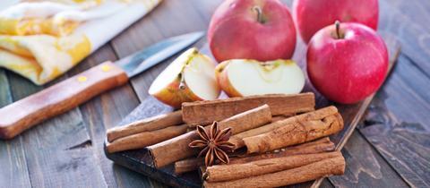 Äpfel, Zimt und Sternanis