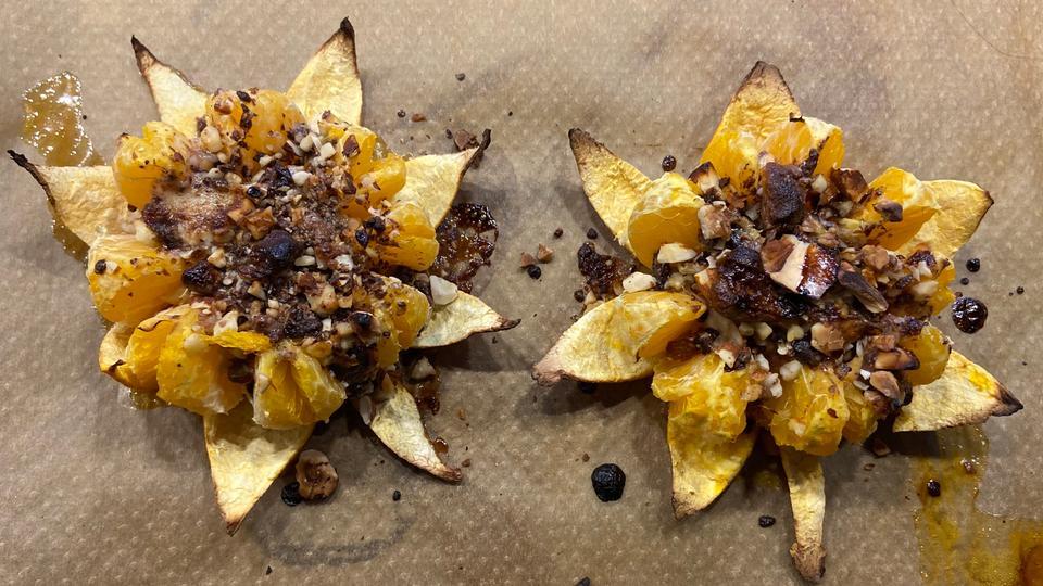 Gefüllte Ofen-Mandarinen auf dem Backblech