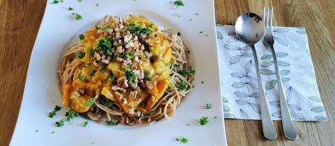 Spaghetti mit Kürbis und Walnüssen