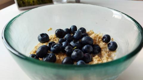 Porridge mit Heidelbeeren