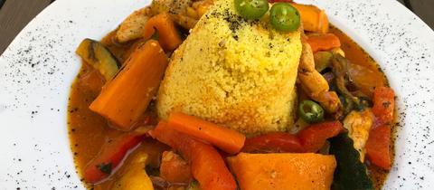Hähnchen-Gemüse mit Mango und Kokosmilch