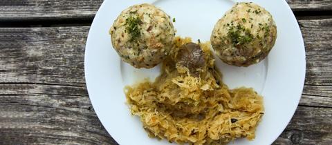 Semmelknödel mit Sauerkraut