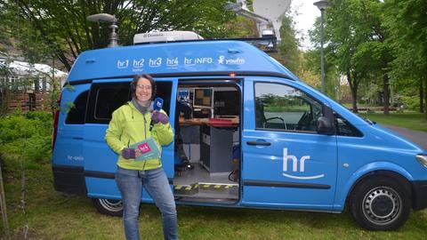 hr4-Reporterin Vera John im Schaukelwald in Rotenburg