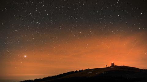 Sternenhimmel über der Wasserkuppe in der Rhön