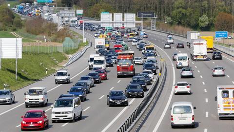 Fahrzeuge bilden teilweise keine Rettungsgasse