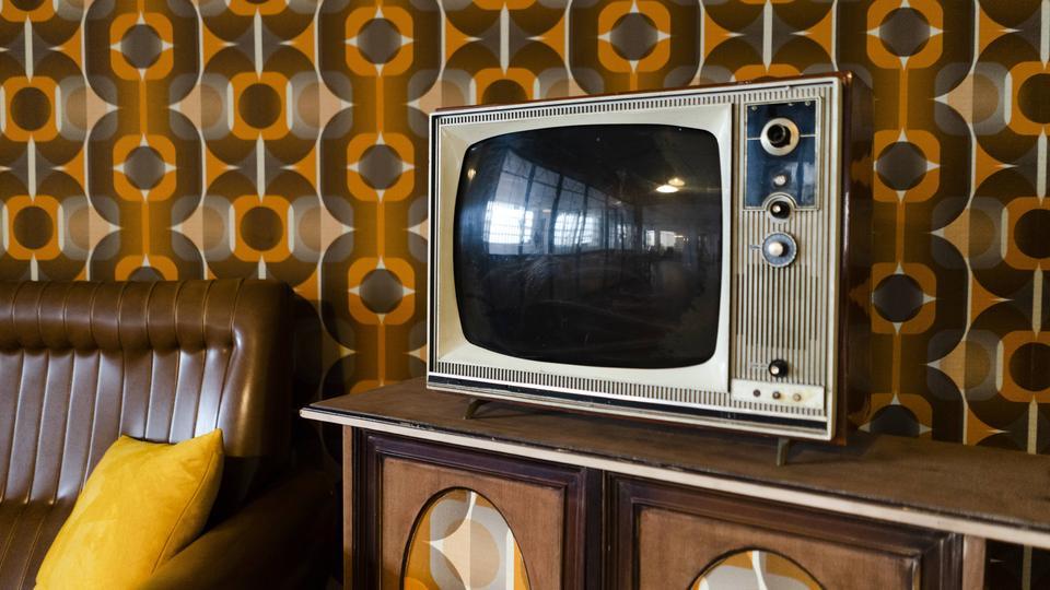 Siebziger Jahre - Tapete und Fernseher aus dieser Zeit