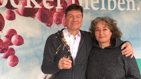 Diane Steffens und Dieter Voss mit Wunderkerze