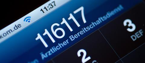 Die 116117 auf dem Display eines Handys