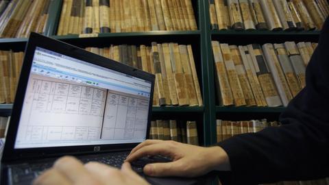 Ahnenforschung mit dem Computer statt Akten zu wälzen