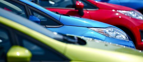 Autos in unterschiedlichen Farben