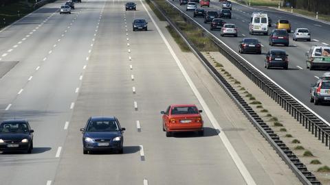 Geisterfahrer auf der Autobahn (COLLAGE)
