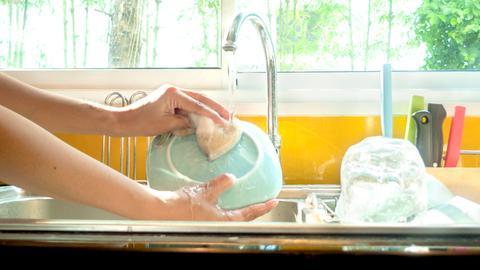 Geschirr spülen