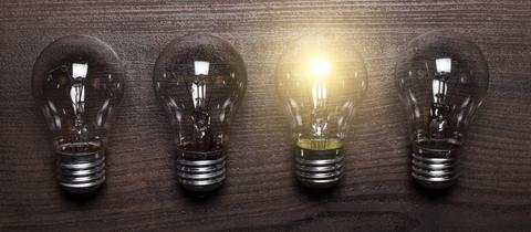 Leuchtmittel auf Holz