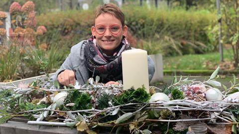Kathrin Appel-Göllner hat für uns ein wandelbares Gesteck für den Tisch kreiert.