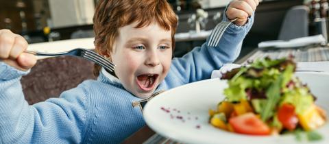 Kind im Restaurant