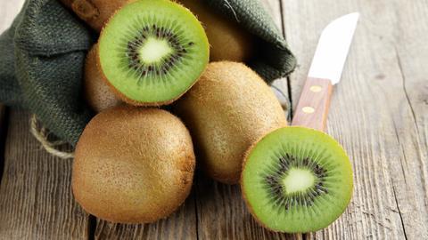 Kiwi mit Schale