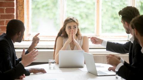 Kollegen auf Fehler hinweisen
