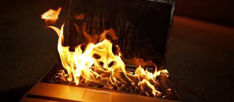 Brennender Laptop