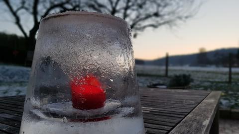 Teelicht aus Eis