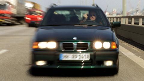 Dichtauffahrender BMW-Fahrer mit Lichthupe