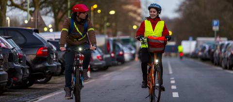Radfahrer in der Dämmerung