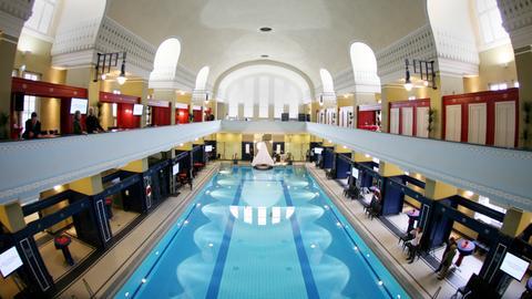 Jugendstilbad Darmstadt: Blick in die Schwimmhalle
