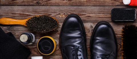 Schuhe und Pflegemittel