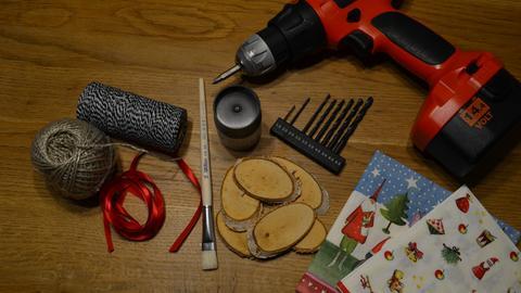 Weihnachtsanhänger mit Serviettentechnik