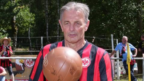 Karl-Heinz Körbel mit Eintracht Frankfurt im DFB-Pokal-Finale