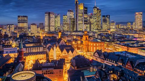 Blick auf das vorweihnachtliche Frankfurt
