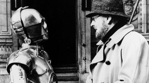 Eine Begegnung der besonderen Art: John Williams trifft C-3PO (gespielt von Anthony Daniels)