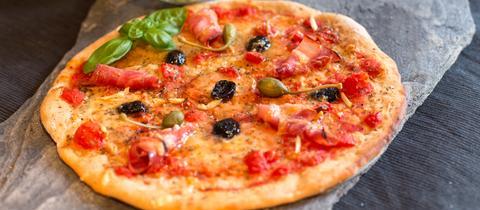 Selbstgemachte Pizza Vom Grill Hr4de Rat Tat